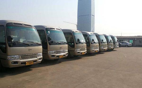 北京通勤包车满足少量钱既满足员工需求又彰显公司气势