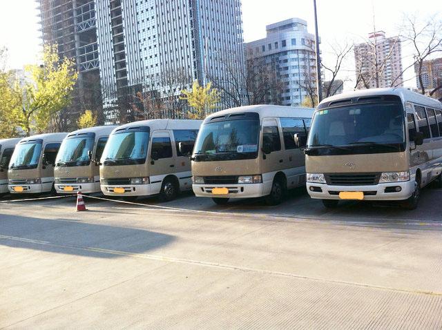 北京包车小巴车说开车闪灯情况及代表的意思